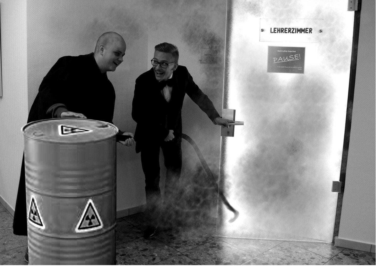 Gomez et Fester bidon nucléaire Lehrerzimmer