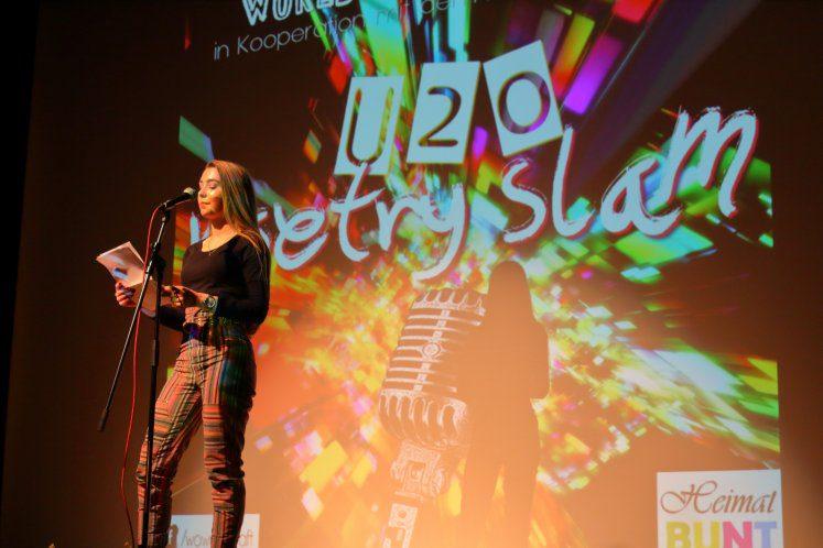 12-Poetry-Slam-2019