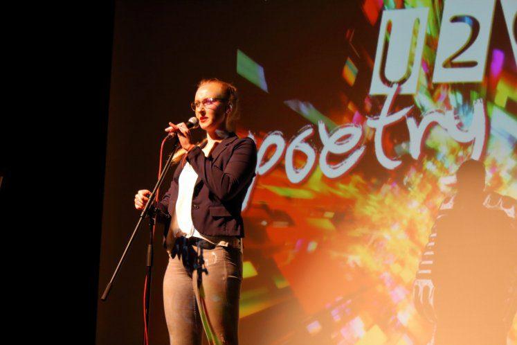 1_03-Poetry-Slam-2019