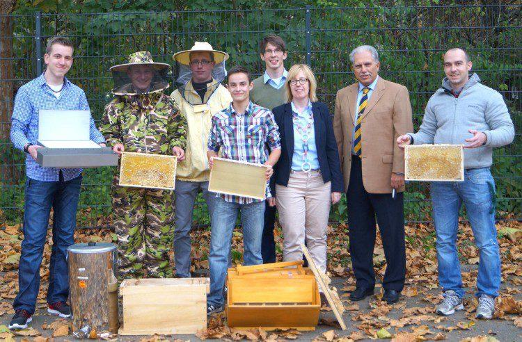Bienenstöcke und Grundausstattung für die Imker-AG
