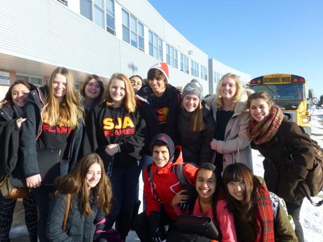 Hier noch ein mal ein Foto vor meiner Schule :)