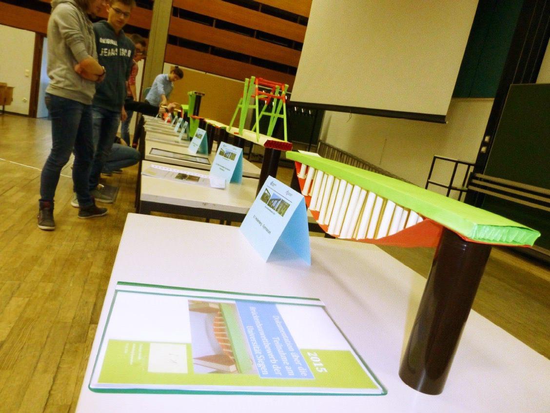 Papierbrückenwettbewerb