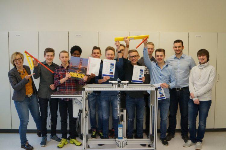 Schüler des ASG gewinnen den 14. Papierbrücken-Wettbewerb der Uni Siegen